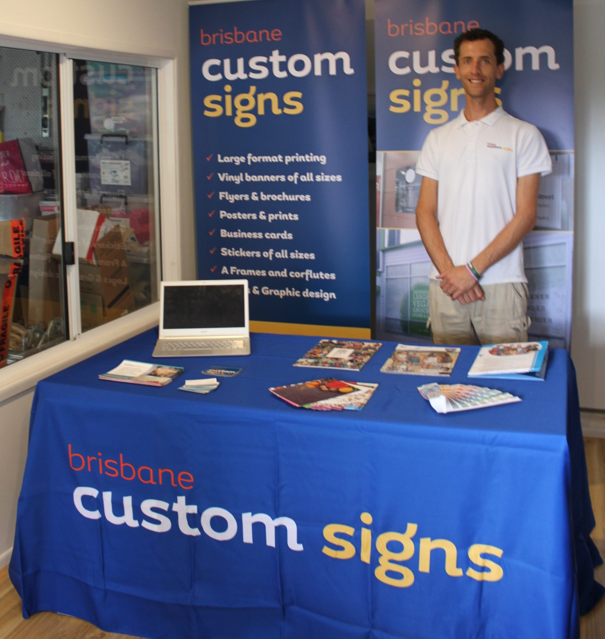 Custom printed table cloth & pull-up banners